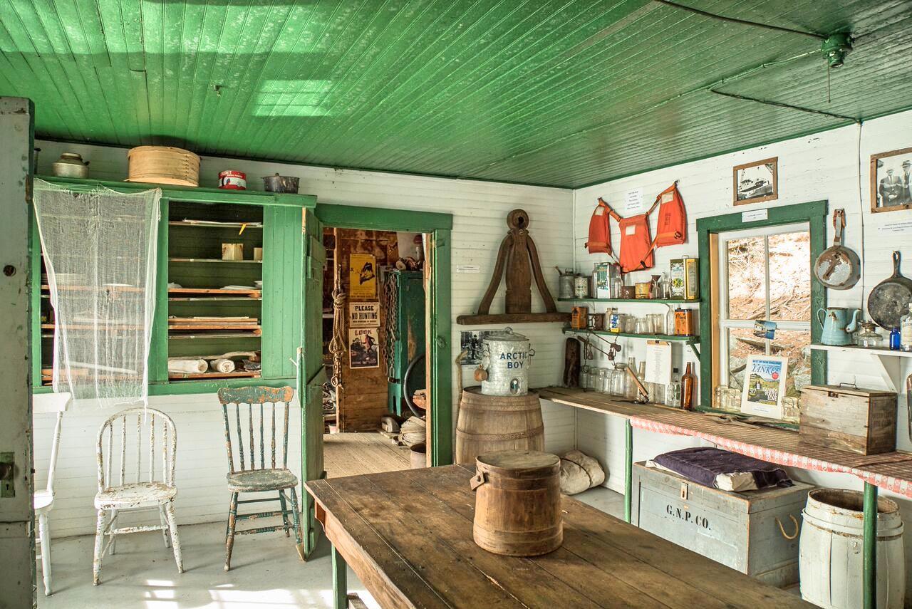 Kitchen at Ambajejus Boomhouse