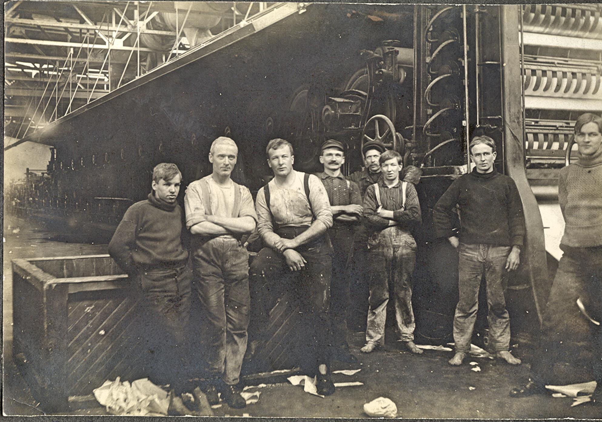 Mill crew, circa 1903