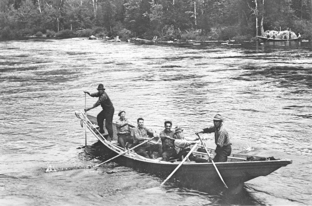 Six men in a bateau, another on shore